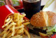 جان کودکانتان با خوردن همبرگر به خطر می افتد