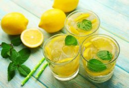 10 نوشیدنی برای آب کردن چربی های اضافه شکم