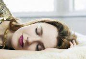 اهمیت پاکسازی پوست قبل از خواب