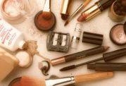 آسیب ها و مخاطرات استفاده از لوازم آرایش فاسد