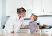 بعد از سوختگی کودک، چه اقداماتی را باید انجام دهید؟