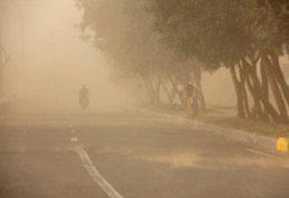 طوفان شن به همراه باد شدید در یزد