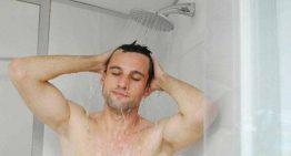 مضرات استحمام با شکم خالی و فواید سنگ پا کشیدن