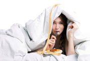 خوردن غذا قبل از خواب چه معایب و مزایایی دارد