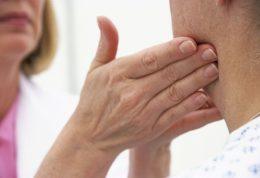 علل اصلی متورم شدن غدد لنفاوی زیر چانه و غبغب چیست؟
