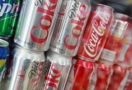 مضرات مصرف نوشیدنی های گازدار