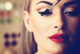خطاهای آرایشی چطور باعث خستگی چهره میشود