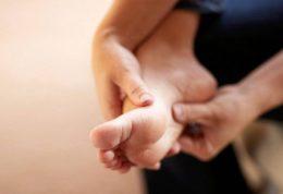 بی حس شدن انگشتان پا به چه دلیل است؟