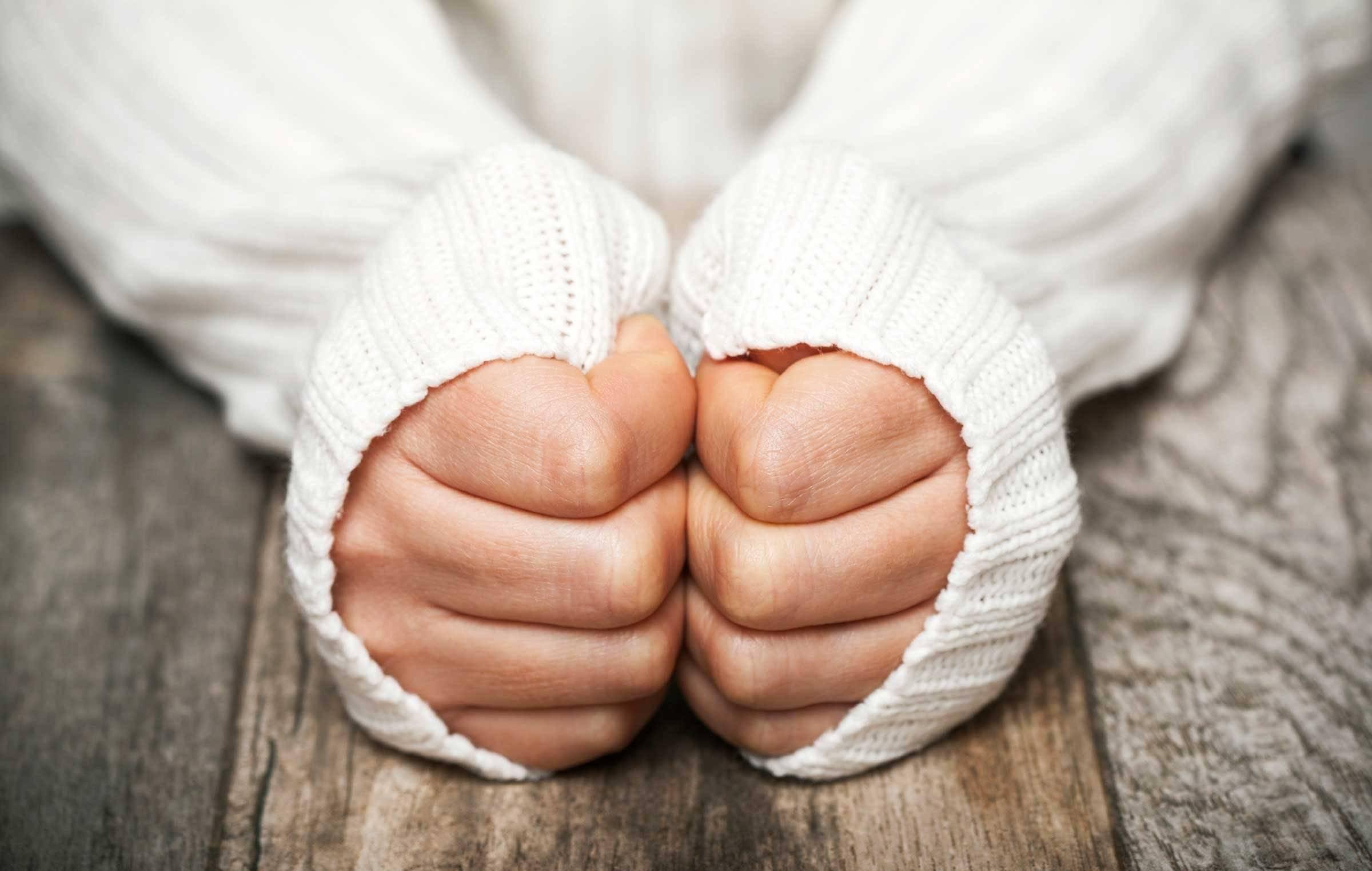 لرزش دست هنگام عصبانيت