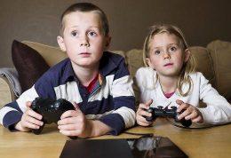 چرا کودکان را به اسم بازی به سمت خشونت می کشیم؟