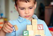 کودکان مبتلا به اوتیسم چه علائمی دارند؟