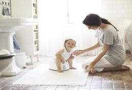 آموزش توالت رفتن کودک توسط والدین