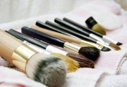 بررسی ویژگی های اصلی بهترین پاک کننده های چشم در بازار