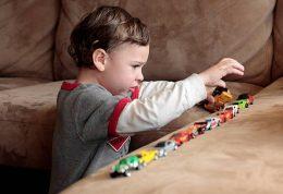 اوتیسم چه نشانه ها و علائمی دارد؟