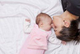 مواد غذایی متناسب با سن نوزاد در شیر مادر