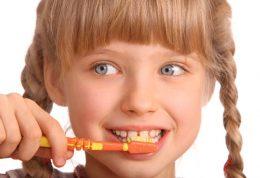 بهترین سن برای مسواک زدن کودکان چه زمانی است؟