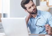 گرفتگی و خشکی عضلات گردن عوامل و درمان ها