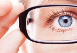 سرطان چشم علائم و راهکارهای درمانی