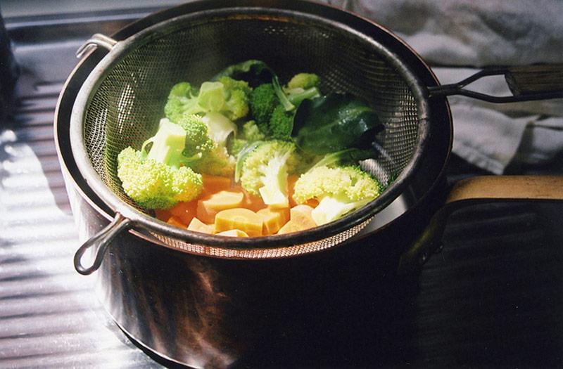 یک روش ساده برای بخارپز کردن غذا