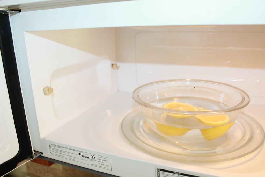 راهکارهای موثر برای از بین بردن بوی بد ماکروویو