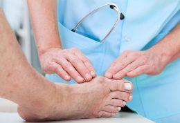 مهمترین علائم آرتریت در انگشتان پا