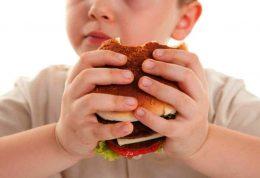 بررسی علل چاقی و ابتلا به کبد چرب در کودکان