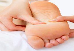 درمان پوسته پوسته شدن کف پاها با روش های خانگی