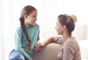 ارتباطات عاطفی دختران با والدین