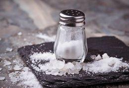 افرادی که علاقه به مصرف نمک دارند