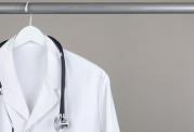 انتقال بیماری ها از طریق لباس پزشک