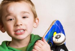 مراقبت از کودک در برابر آسیب دیدگی
