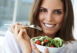 5 غذا که باید از برداشتن آنها در سالاد بار ها اجتناب کنید