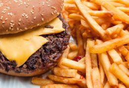 مصرف غذای چرب و این تاثیرات مخرب را بر سلامت شما!