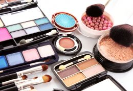 هشدارهای پزشکی در مورد محصولات آرایش چشم