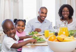 فواید سلامتی غذا خوردن خانواده در کنار هم