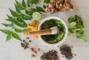 از مصرف خودسرانه گیاهان دارویی خودداری نمائید!
