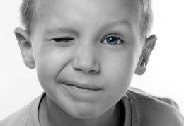 اطلاعاتی در مورد دلایل ابتلا کودکان به تیک