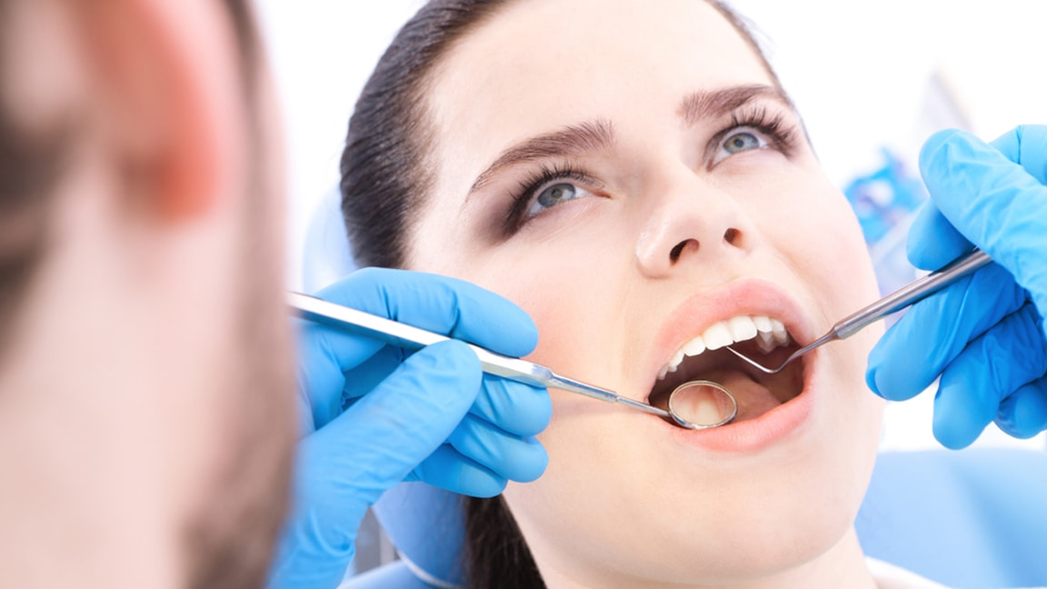 دکتر آزادمنش: بررسی کامل قیمت و هزینه های کاشت ایمپلنت دندان