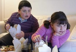 آیا پدر و مادرها مقصر چاقی فرزندانشان هستند؟