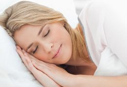 چرا زنان بیشتر از مردان می خوابند