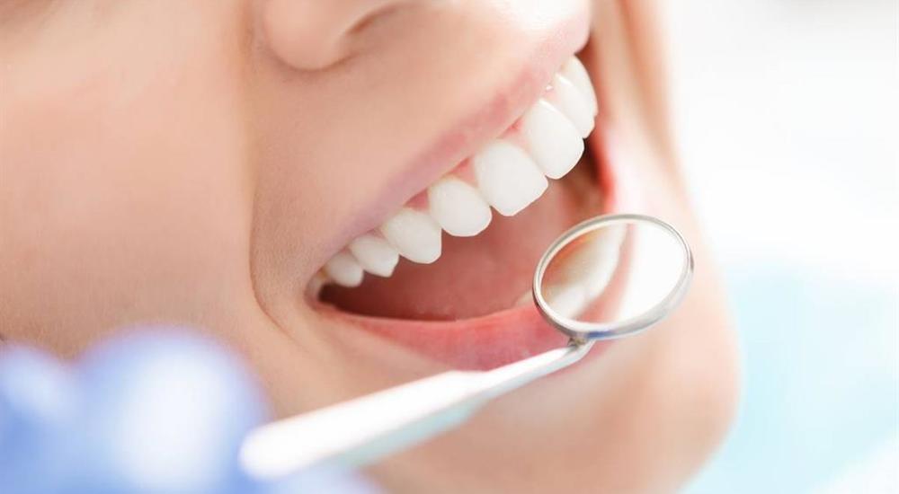 دکتر ترنگ آقابیگی: ایمپلنت دندان چیست؟