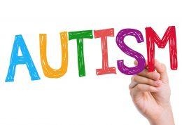 بررسی نشانه های بیماری اوتیسم در کودک و علل بروز آن