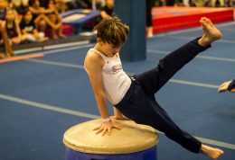 بررسی رابطه بین ورزش ژیمناستیک و کوتاهی قد