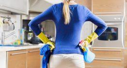 بررسی مضرات استفاده از پاک کننده های شیمیایی بر سلامت بانوان