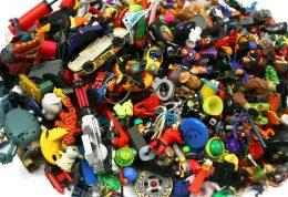 اسباب بازی های پلاستیکی قدیمی می تواند خطرناک باشد
