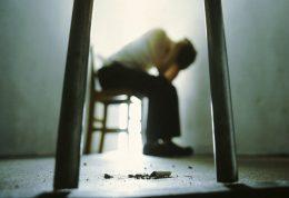 بیکاری اصلی ترین عامل و انگیزه در جوانان برای خودکشی