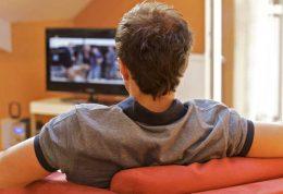 افزایش ریسک خطر ابتلا به سرطان روده با تماشای زیاد تلویزیون
