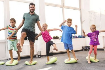 چه ورزش هایی برای کودکان و نوجوانان مفید است