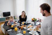 چگونه سالم زندگی کنیم؟ انتخاب های سالم در طول روز برای کل خانواده