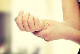 آرتریت روماتوئید چیست؟ بررسی علائم تا تشخیص و درمان